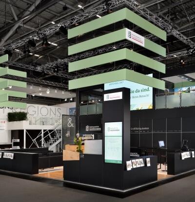 Doppelstock-Messebauprojekt-von-ixpo-in-Muenchen-Design-Fertigung-Montage