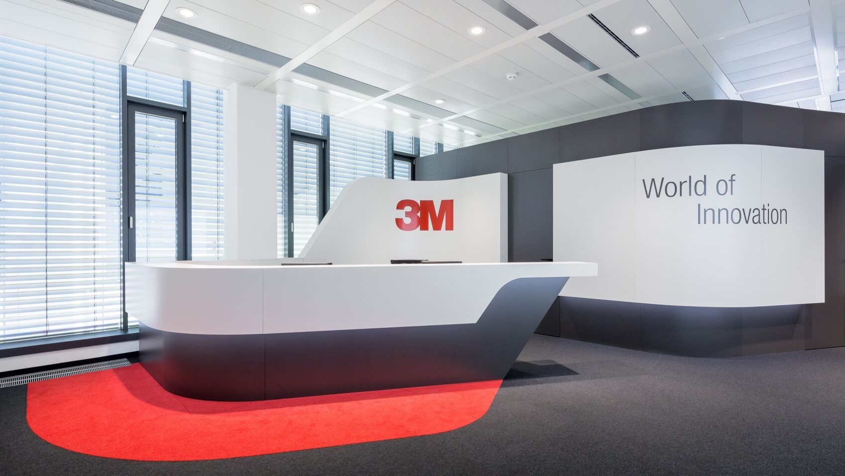 Empfangsbereich-Foyer-Innenausbau-von-ixpo-Arbeitswelten-Büroausstattung