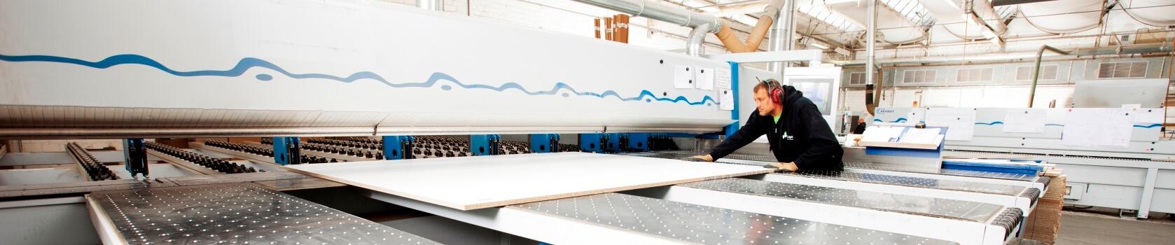 Realisierung-von-ixpo-Messebau-Markenwelten-Markenarchitektur-Tischlerei-CNC