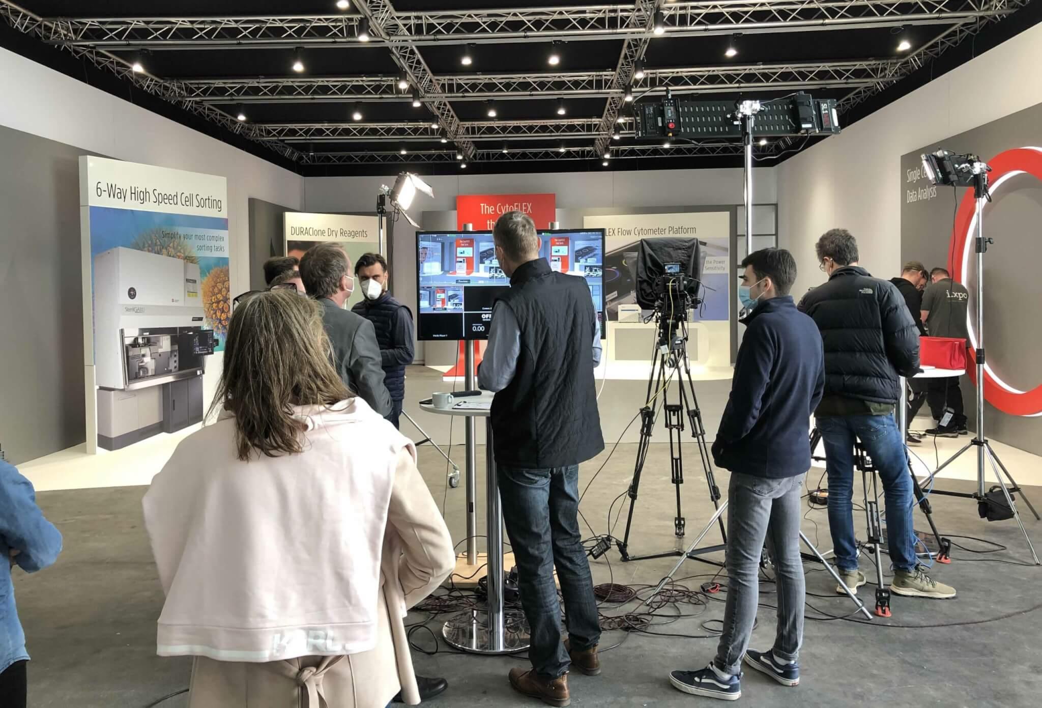 hybride-events-mit-ixpo-Kulissenbau-Studioausstattung